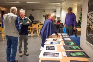 Visning av placerade bilder i Rifo 2015. Till vänster två av klubbens meriterade fotografer Björn Wiklund och Ivan Sköld.